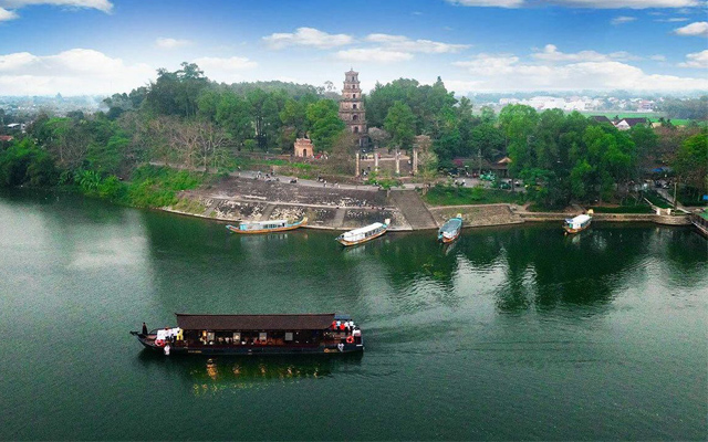 Sông Hương - Điểm du lịch lý tưởng trong chuyến du lịch Huế mộng mơ